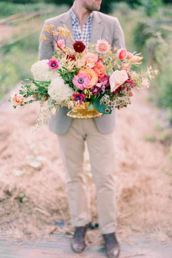 Colorful Wedding Flowers in Cayenne and Plum | Odalys Mendez Photography | Brighton Cayenne Inspiration from Napa Valley Linens