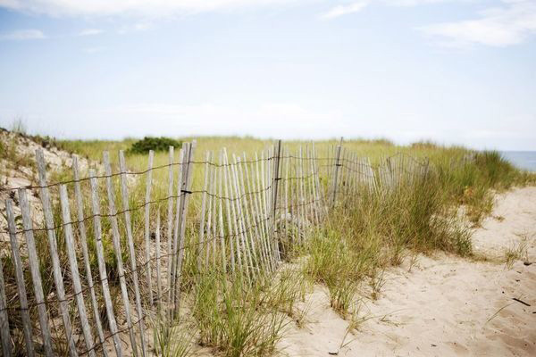Hamptons Coast | Christina Oth Photography | Elegant Silver and White Hamptons Wedding Inspiration