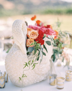 Summer Centerpieces in Swan Shaped Vessels | Jen Huang Photography | Grey Likes Weddings Gets Married! Inside Summer Watkins