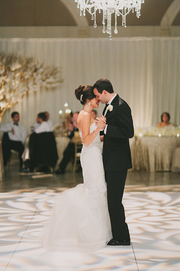 Romantic First Dance under the Chandelier | Jake and Necia Photography | Glamorous Gatsby Inspired White and Gold Wedding