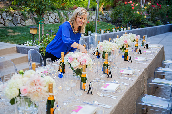 Lindsay Lauren Events Giving the Head Table a Finishing Touch | Rachel Capil Photography and Lindsay Lauren Events | Styling a Glam Engagement Party in your Backyard!