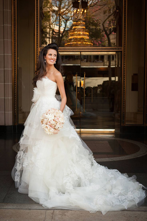 Bride in Delicate Vera Wang | Jay Lawrence Goldman Photography | Luxurious White and Cream Beverly Hills Wedding