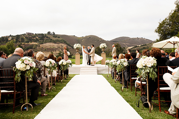 Outdoor Bay Area Ceremony | Michelle Walker Photography | Elegant Neutral Carmel Valley Wedding