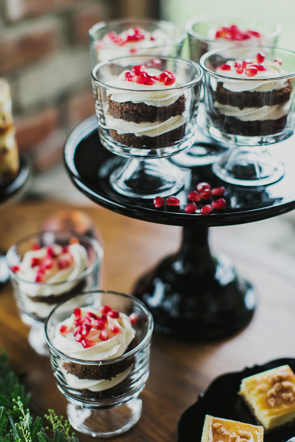 Petite Chocolate Naked Cakes | Milou and Olin Photography | Dark Romance Wedding