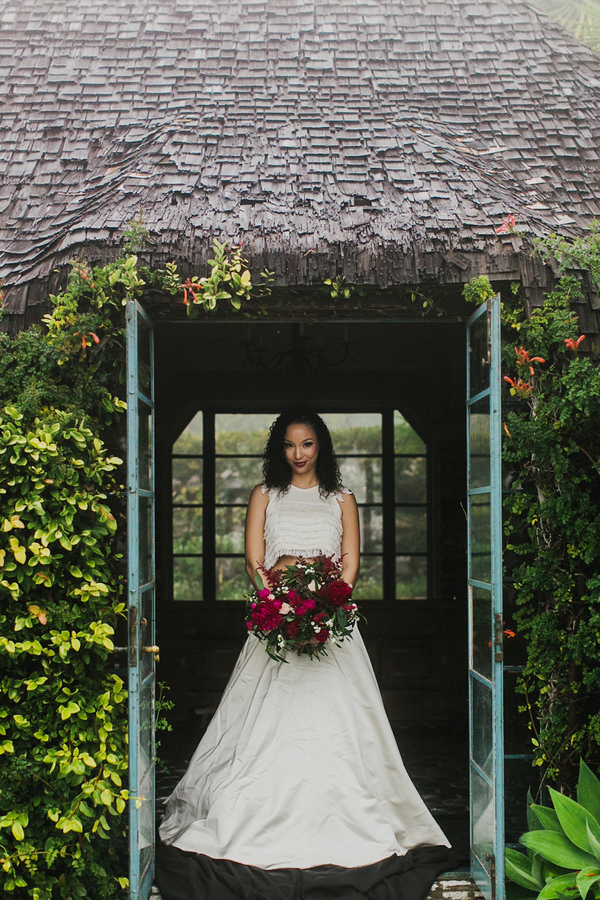 Modern Cottage Garden Bride | Milou and Olin Photography | Dark Romance Wedding