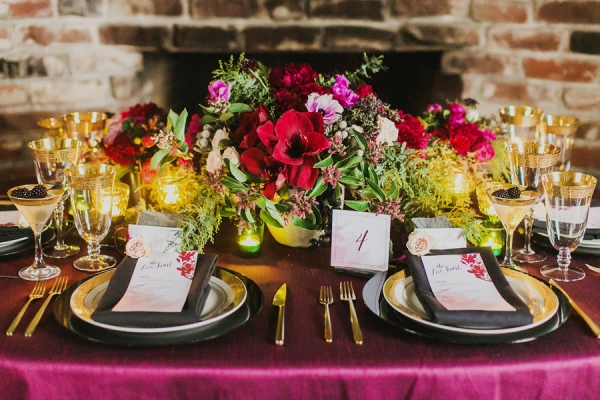 Black, Gold, and Berry Table Decor | Milou and Olin Photography | Dark Romance Wedding