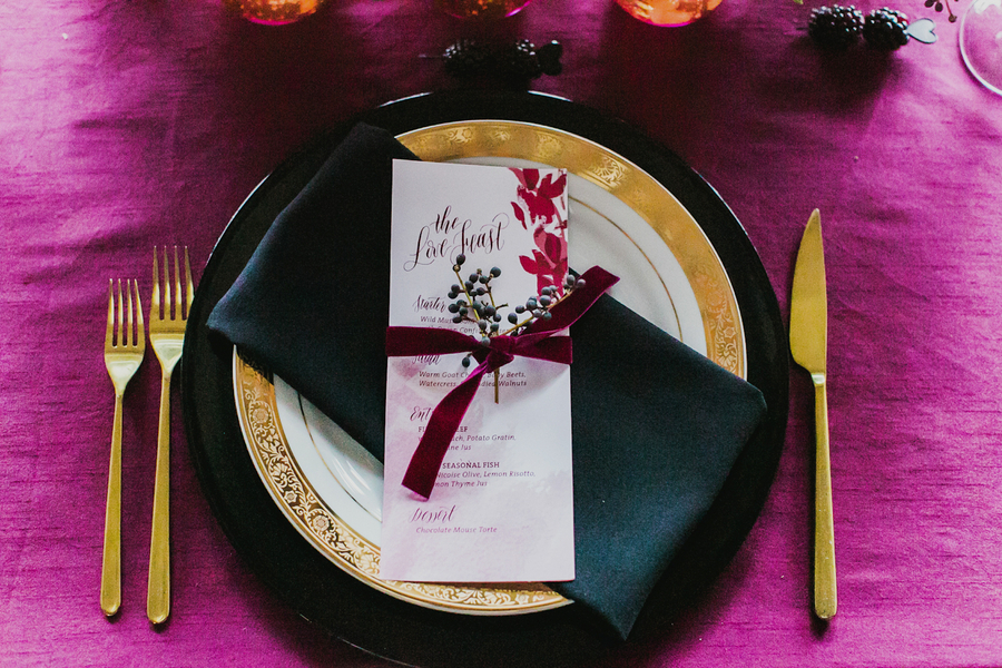 Luxe Black and Gold Place Setting | Milou and Olin Photography | Dark Romance Wedding